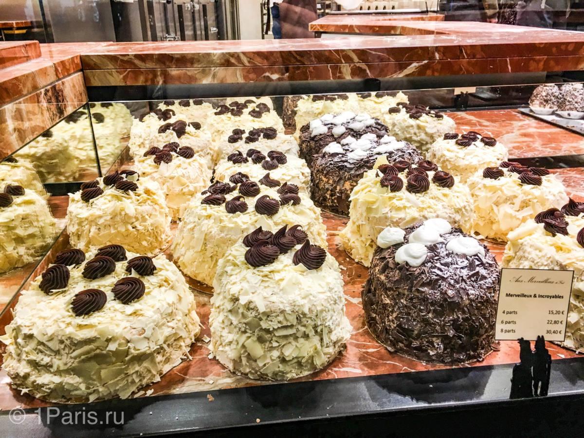 Пирожные в кафе Aux Merveilleux