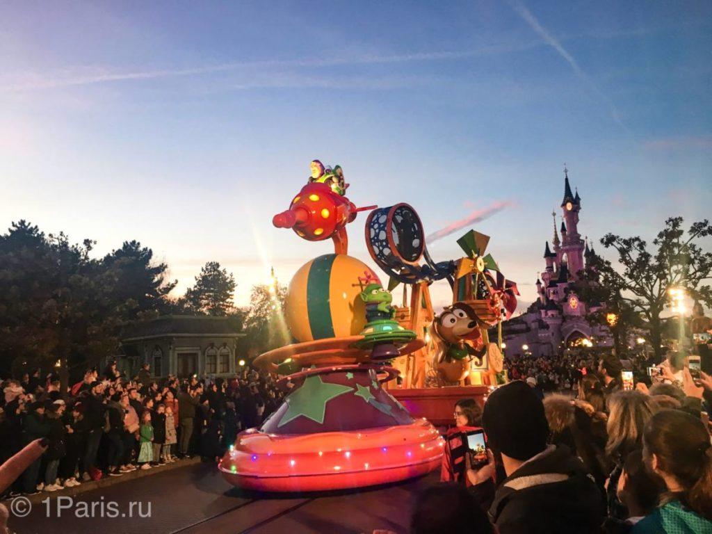 """Buzz Lightyear из """"История игрушек"""" на параде героев"""