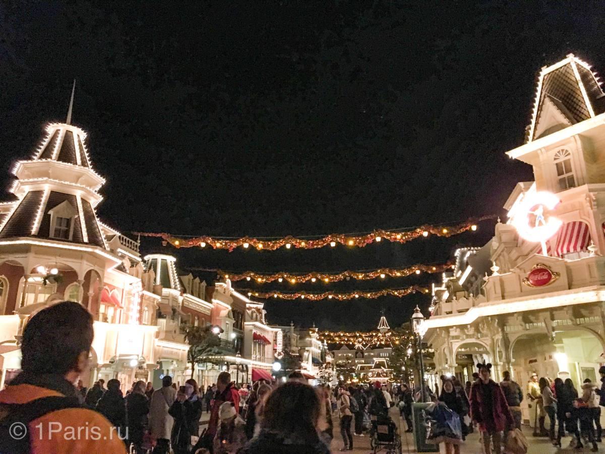 Main Street U.S.A. вечером