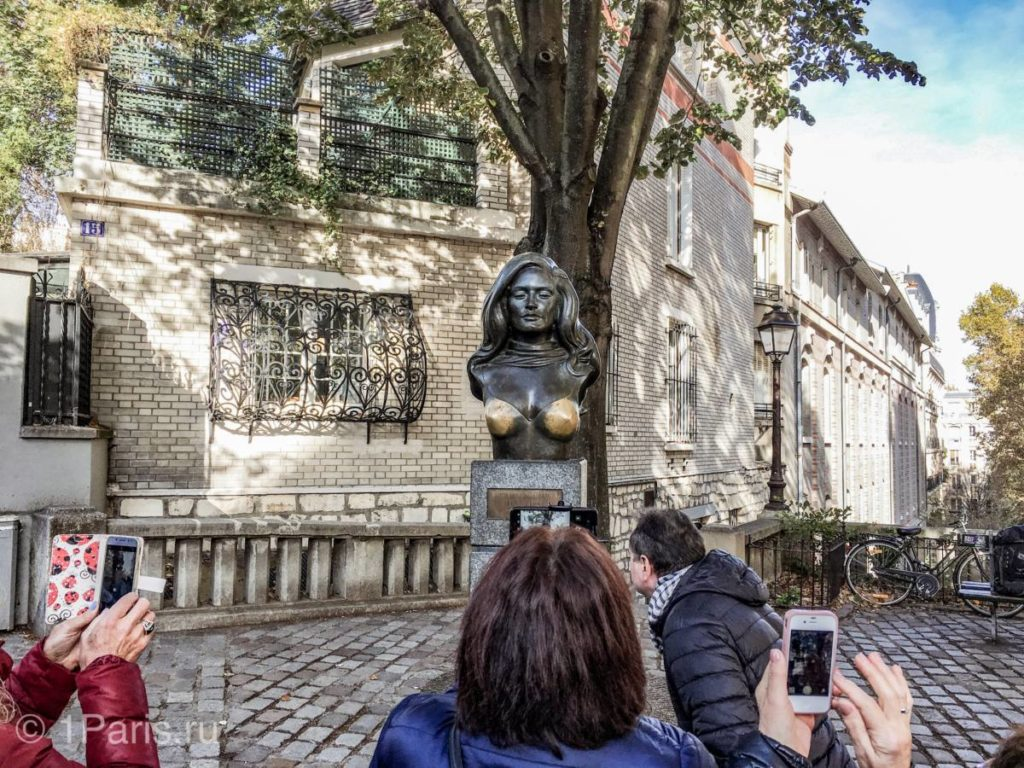 Статуя Далиды на Монмартре