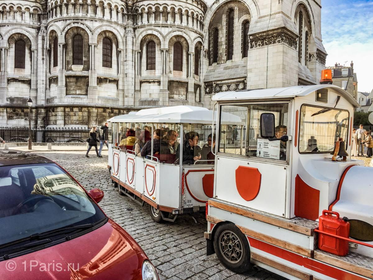 Туристы у базилики Святого Сердца