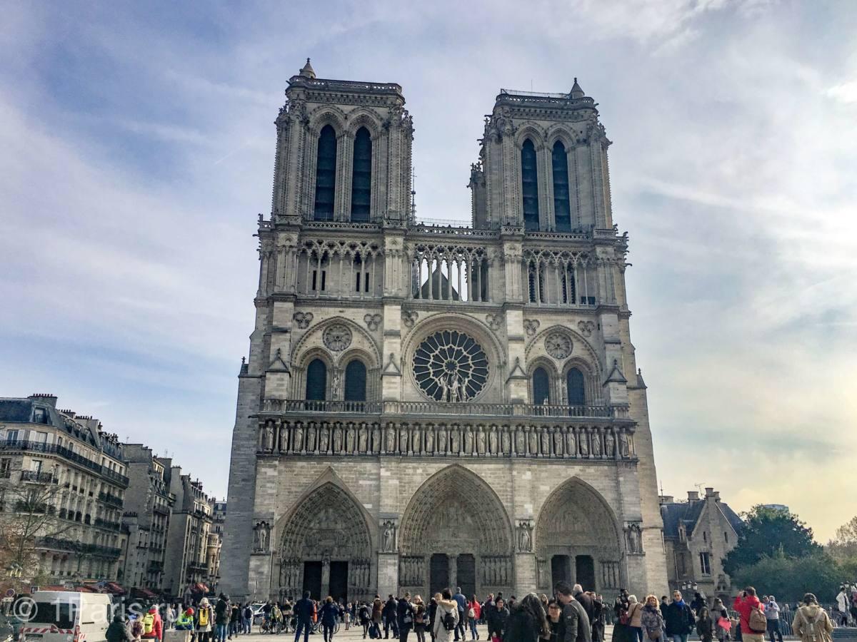 Нотр-Дам-де-Пари - один из символов Парижа