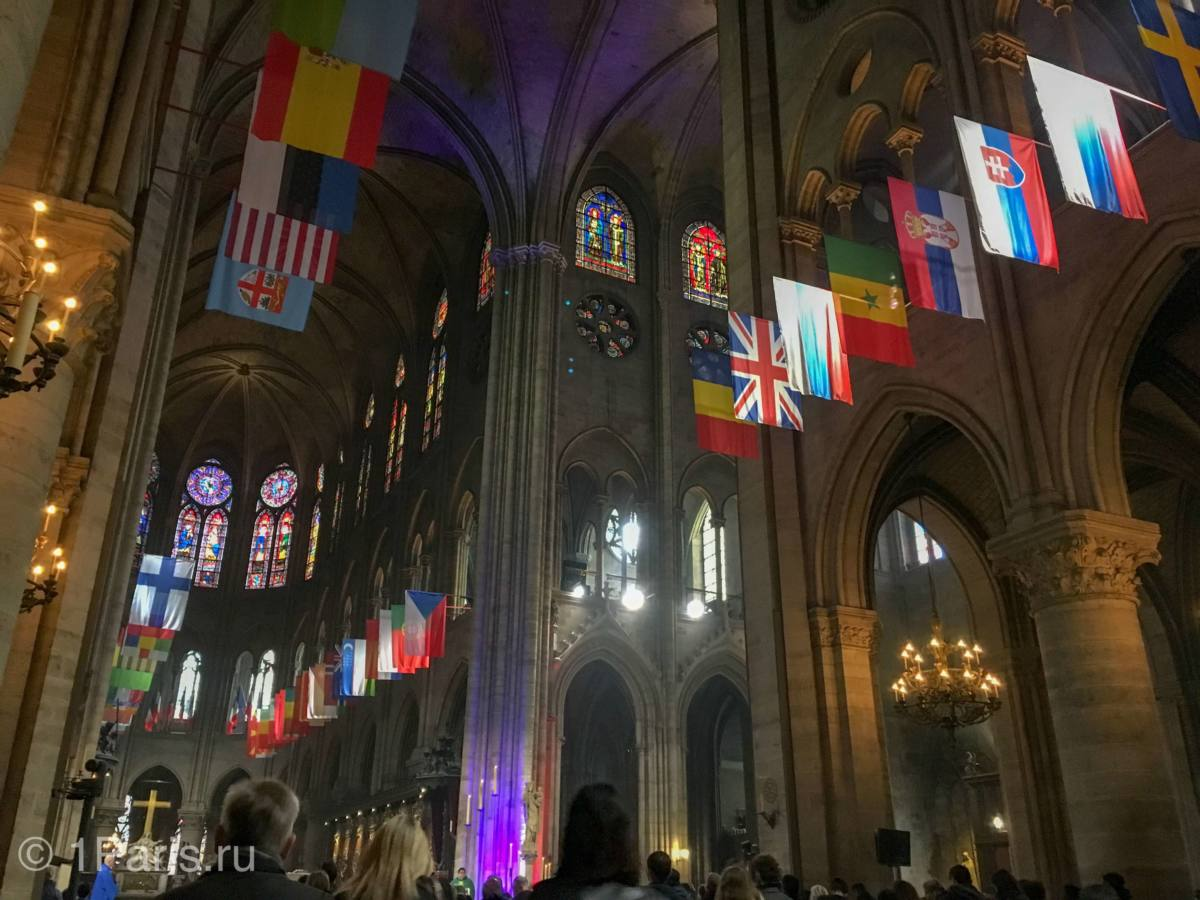 Флаги государств в Соборе Парижской Богоматери