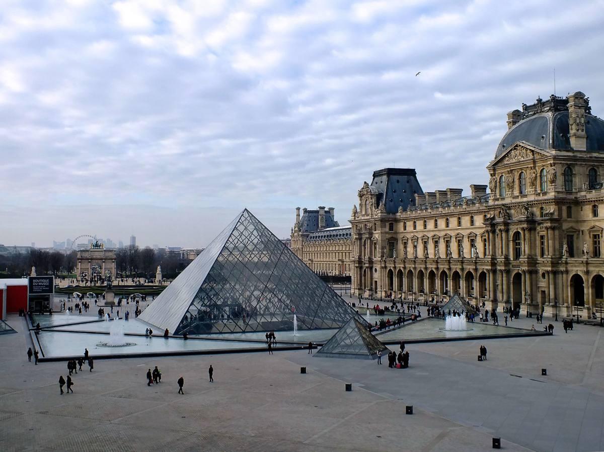 Маленькие пирамиды Лувра