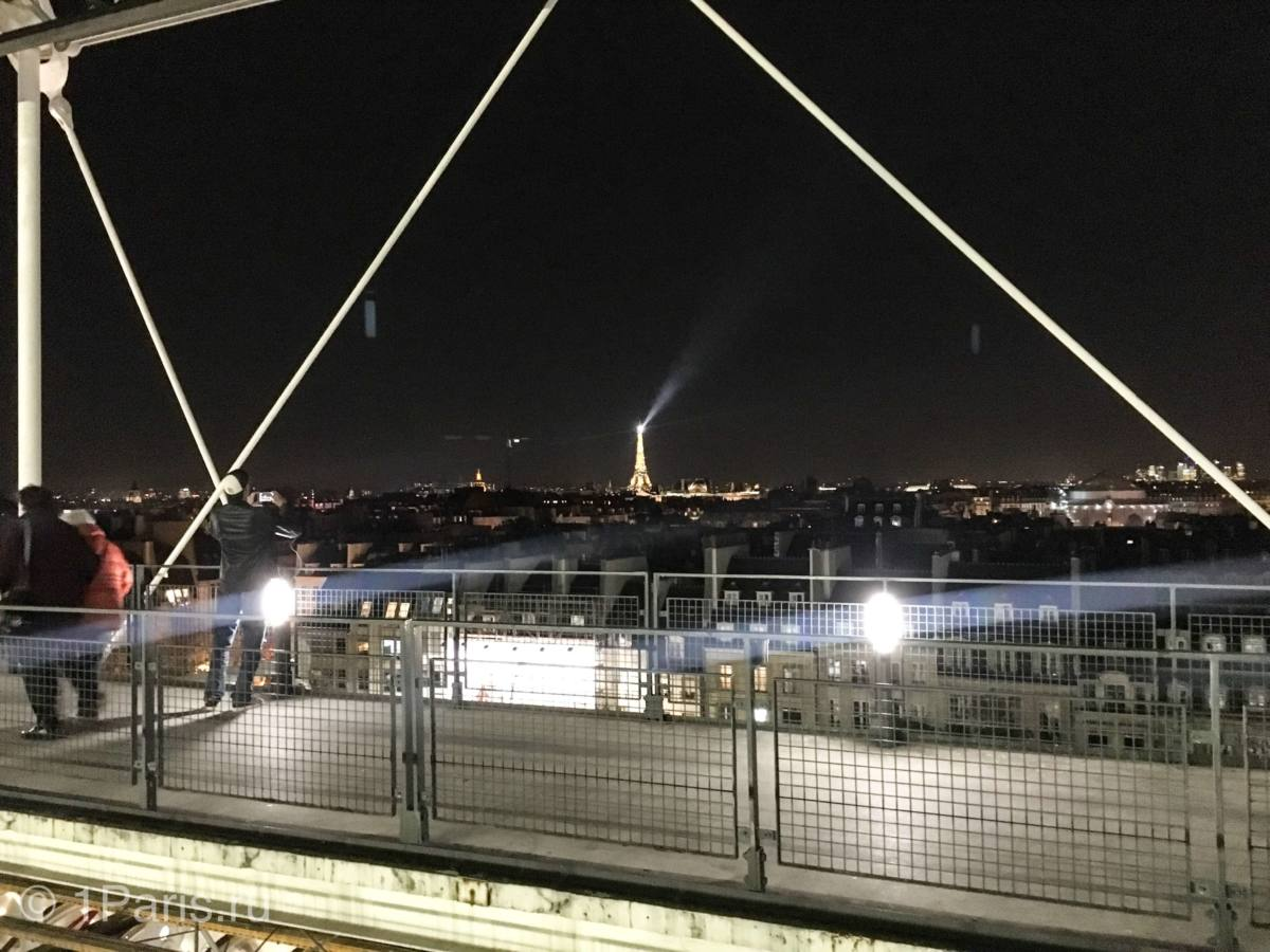 Вид в террасы музея Помпиду на Эйфелеву башню